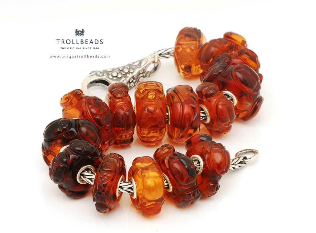 Драгоценные и поделочные камни  Carved-amber-critters